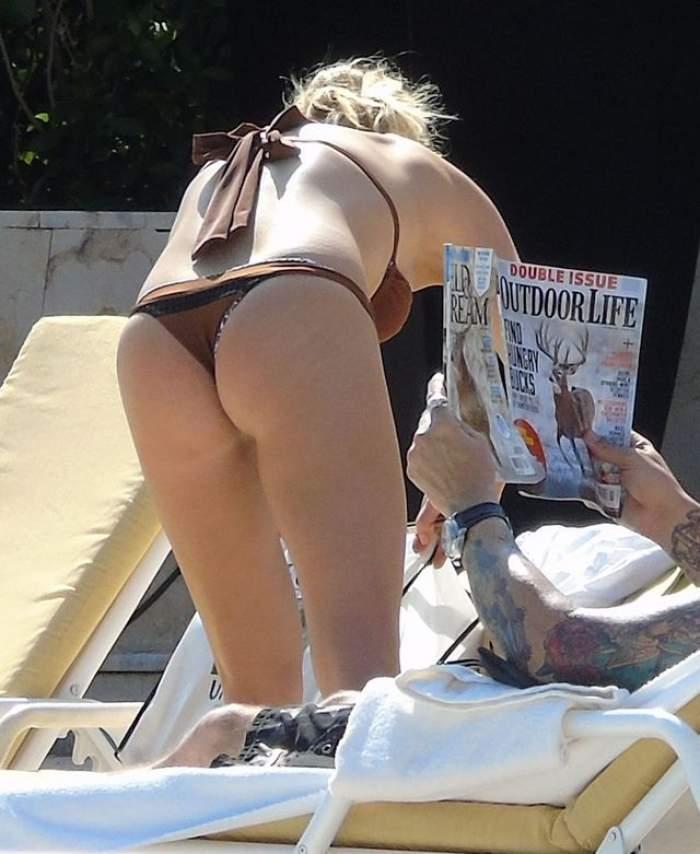 FOTO / S-a luptat cu anorexia, dar pare că a învins! LeAnn Rimes a apărut în costum de baie pe plajă, iar ce a încercat să ascundă în bikini a atras toate privirile