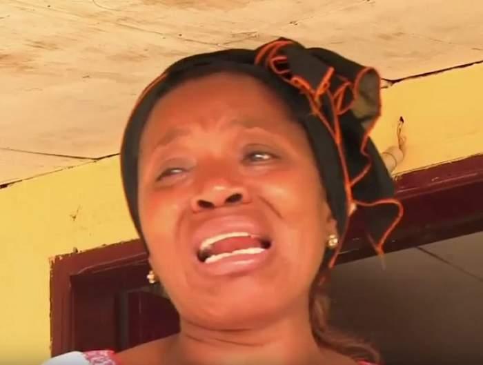 """VIDEO / Mama lui Patrick Ekeng, împietrită de durere în casa în care pereţii au chipul lui! """"Era copilul meu favorit"""""""