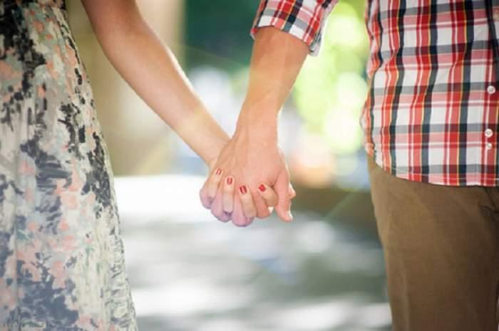 ÎNTREBAREA ZILEI - SÂMBĂTĂ / Ce se întâmplă în organismul tău dacă te ţii de mână cu iubitul tău! Efectele sunt neaşteptate