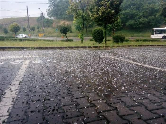 Nu scăpăm de ploi! Meteorologii au emis COD GALBEN de furtuni şi grindină! Care sunt zonele afectate