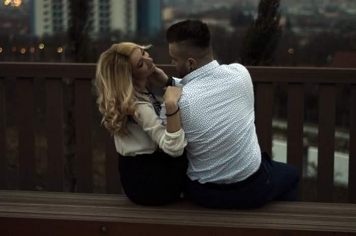"""FOTO / Dragostea pluteşte în aer! După mai bine de trei ani de suferinţă, încă o concurentă de la """"Mireasă pentru fiul meu"""" şi-a găsit sufletul pereche şi s-a logodit"""