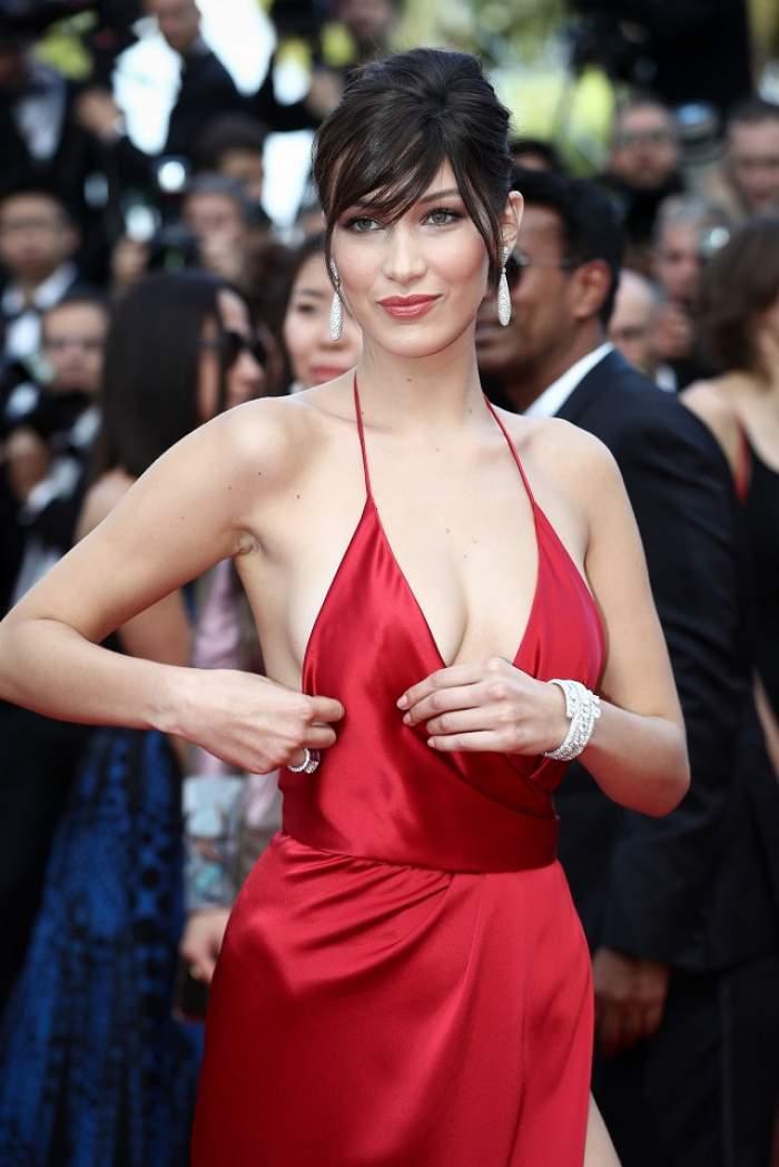 """GALERIE FOTO de la Cannes! Actriţa Bella Hadid, fără lenjerie intimă într-o rochie mult prea """"răcoroasă""""!"""