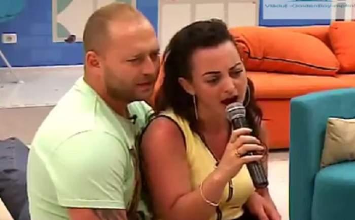 """VIDEO / Lavinia de la """"Mireasă pentru fiul meu"""" face karaoke, iar iubitul ei o suportă! Expresia lui spune tot"""