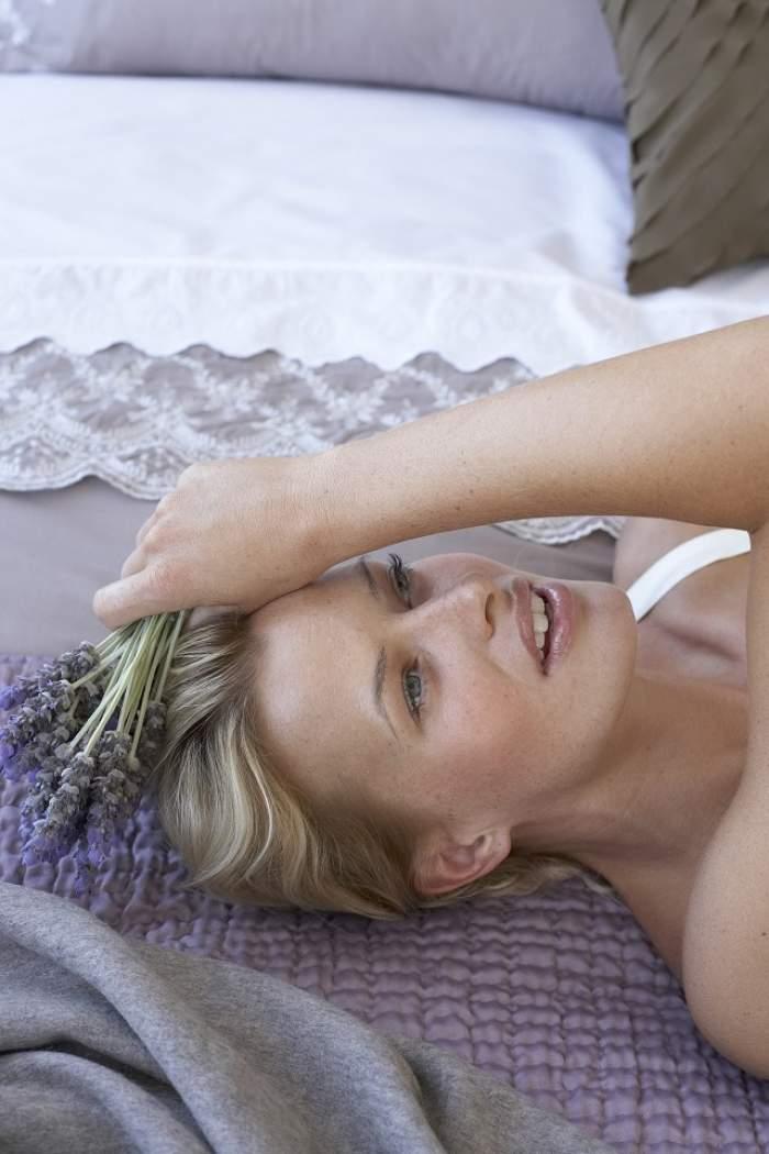 Suferă de o boală rară! Cum arată femeile care nu pot dormi cu ochii închiși