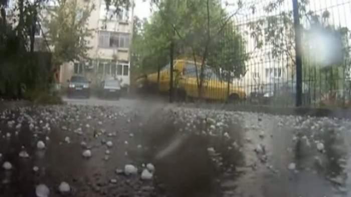Vremea se menţine instabilă. ANM a emis cod galben de ploi, grindină şi descărcări electrice