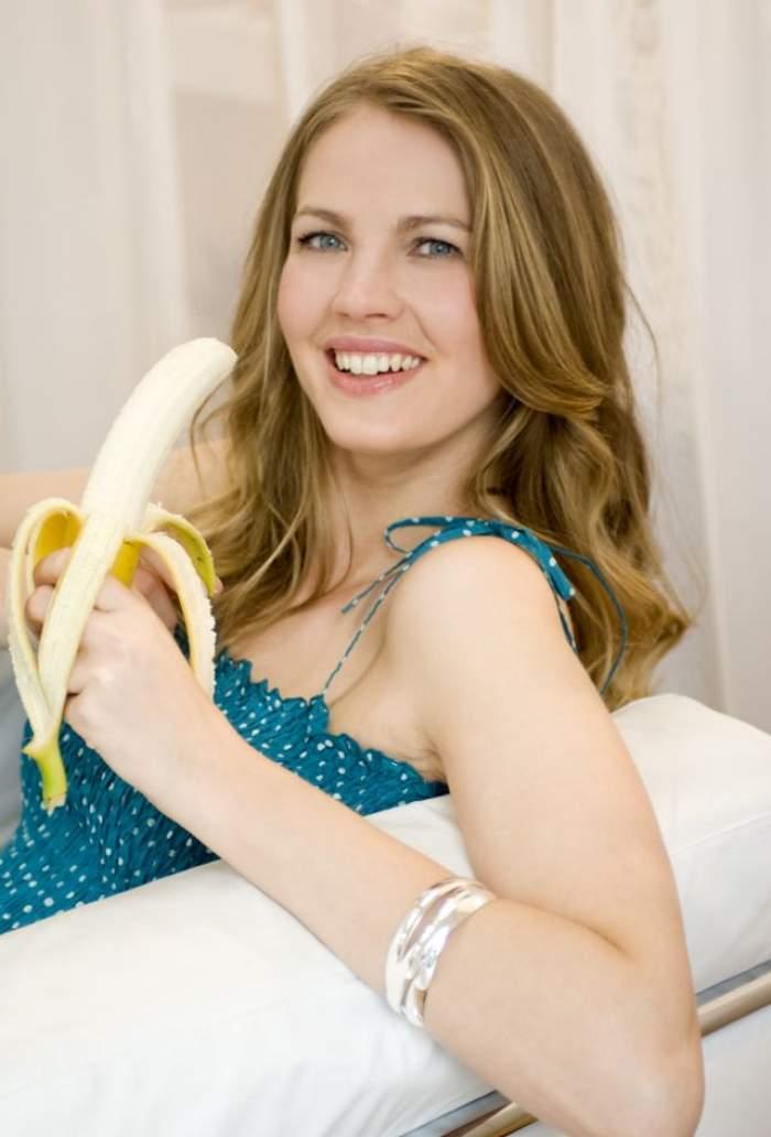VIDEO / Filmuleţele în care mănânci banane într-un mod lasciv, interzise prin lege! Cine a hotărât asta