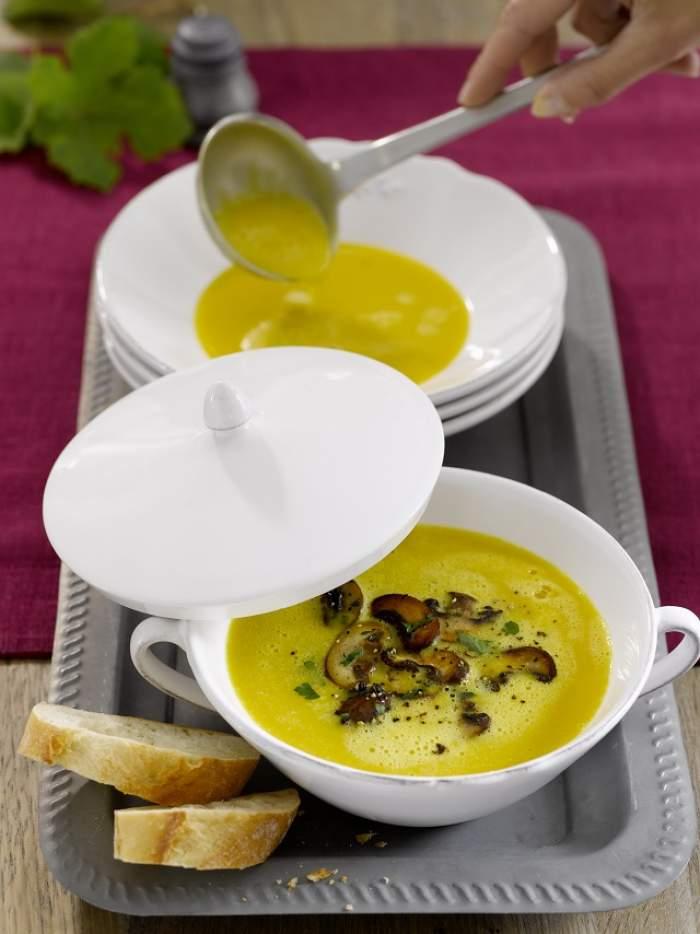 REŢETA ZILEI - LUNI: Supă de pui cu porumb
