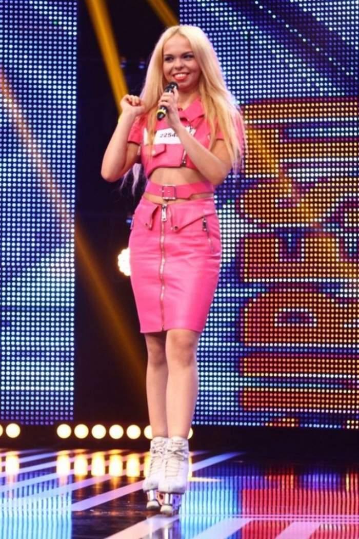 """VIDEO /  A leşinat pe scena de la """"X Factor"""", iar Mihai Morar i-a mai dat o şansă! Ce s-a întâmplat când Barbie de Româia a fost provocată să cânte live"""