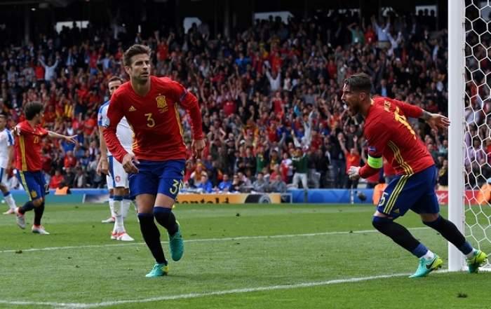FOTO / EURO 2016: Spania - Cehia 1-0, în Grupa D! Pique a făcut-o fericită pe Shakira!