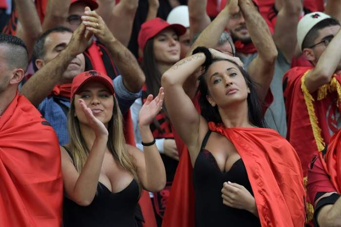 """FOTO / """"Tricolori"""", lăsaţi gluma, ele sunt spuma! Chiricheş şi compania sunt în pericol! La Lyon, fanele Albaniei le vor lua ochii băieţilor lui Iordănescu!"""