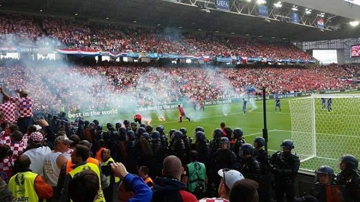 EURO 2016 / Cehia – Croaţia 2-2, în Grupa D! Nebunie la Saint-Etienne! Fanii croaţi au generat iadul pe stadion! Meciul a fost întrerupt! Croaţia, EXCLUSĂ de la Campionatul European? - VIDEO