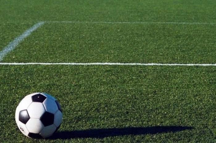 Moartea a lovit din nou în fotbal! Un jucător a decedat pe teren!