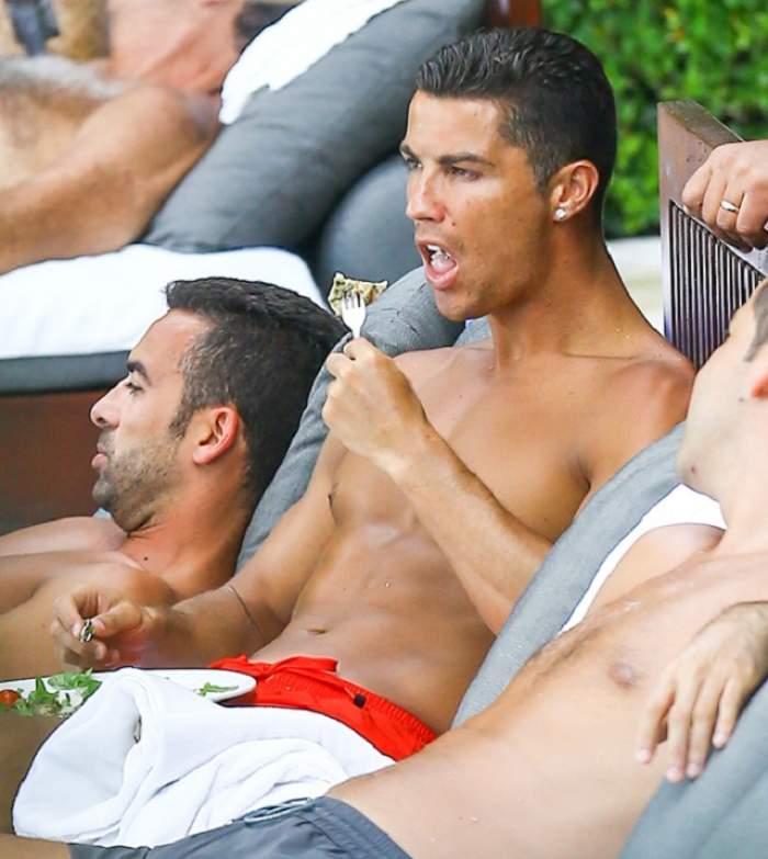 L-a lăsat cu GURA CĂSCATĂ pe Cristiano Ronaldo! Cum arată BLONDA care l-a vrăjit cu decolteul ei pe celebrul fotbalist