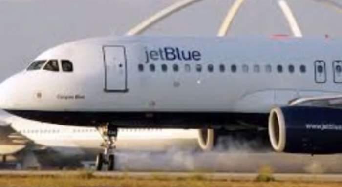 VIDEO / Şi-au văzut moartea cu ochii. Zeci de pasageri ai unui avion au ajuns de urgenţă la spital