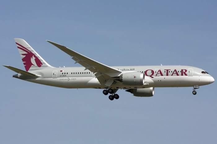 Un avion Qatar Airways a aterizat de urgență la Istanbul, după ce un motor a luat foc