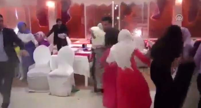 VIDEO / Imagini teribile de la atacul din Turcia care a ucis 14 oameni! Momentul în care bombele au explodat, surprins pe camerele de filmat de la o nuntă