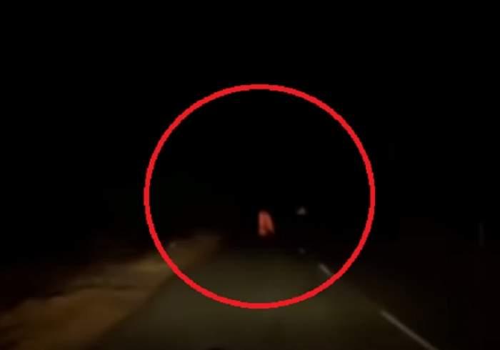 VIDEO / Fantomă prinsă pe imagini pe o stradă pustie! Șoferul care a surprins imaginile, marcat pentru totdeauna