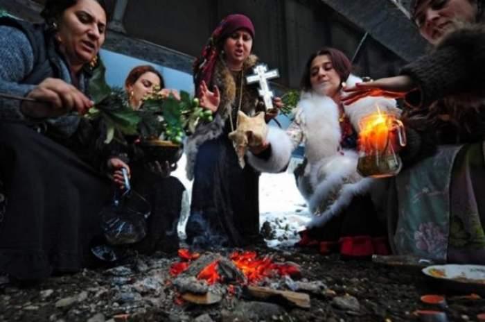 Lovitură cruntă pentru cele mai cunoscute vrăjitoare din România! Nici magia neagră nu le mai scapă