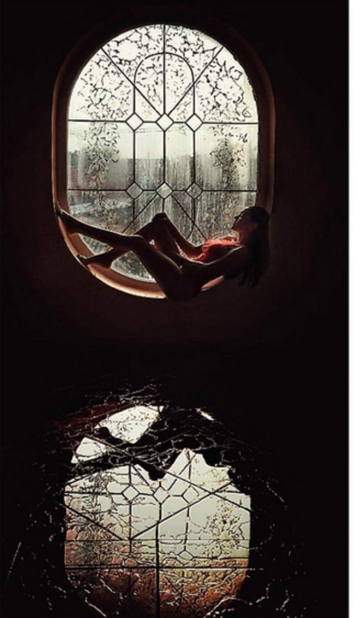 """Mai sexy de atât nu se poate! Carmen Minune s-a fotografiat în """"oglindă"""", iar fanii i-au admirat formele din toate părțile"""
