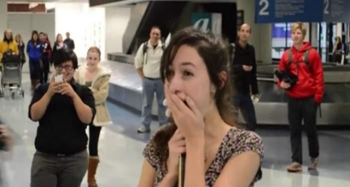 VIDEO & FOTO / Cerere în căsătorie inedită! Povestea de iubire a celor doi tineri îi poate inspira pe scenarişti