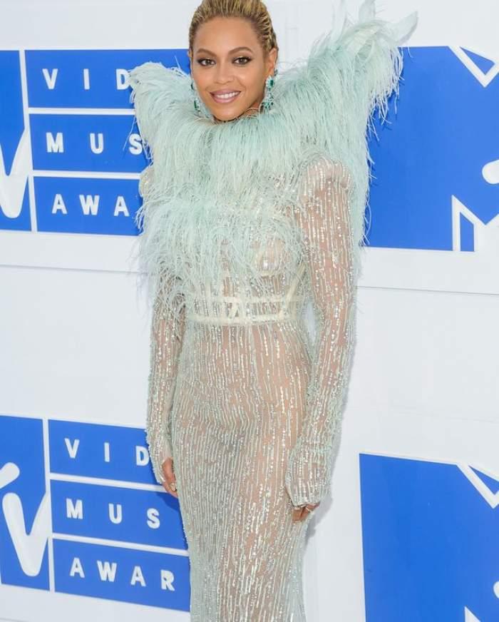 FOTO & VIDEO / Ce apariţie! Beyonce a venit fără chiloţi la MTV Video Music Awards 2016