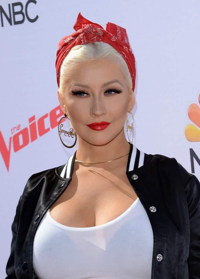 FOTO / Christina Aguilera a ajuns de nerecunoscut! S-a îngrășat teribil și a renunțat la blond. Imaginea asta e ISTORIE