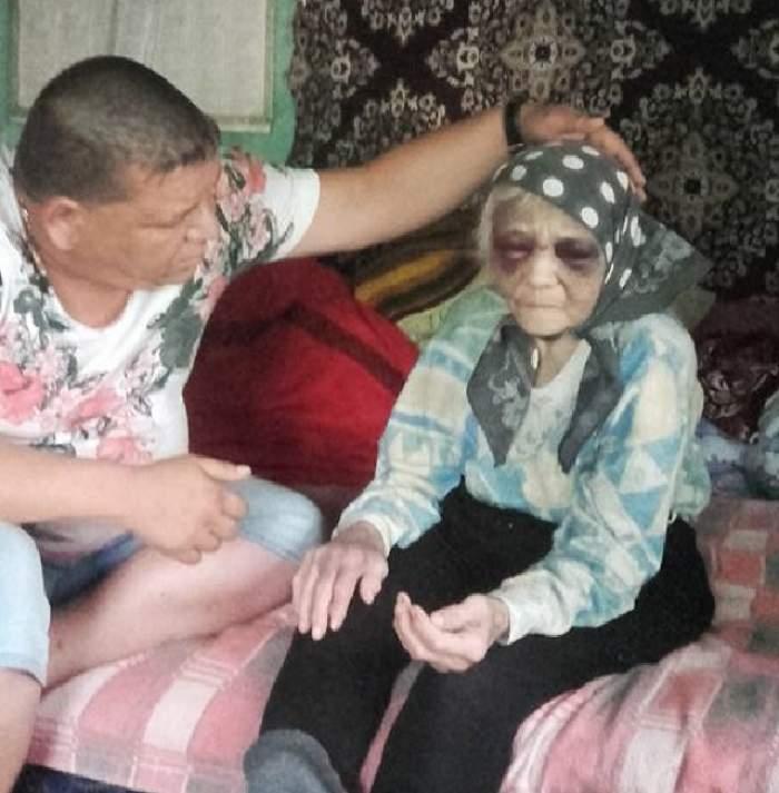 18+ / Bătrână bătută şi umilită cu aprobarea autorităţilor! Atenţie, imagini şocante!