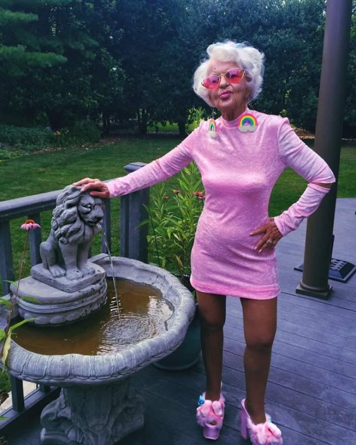 FOTO / Ţi-o aminteşti pe bunica-sexy? N-o să îţi vină să crezi cum şi-a petrecut noaptea! Nici tinerele nu au aşa curaj!