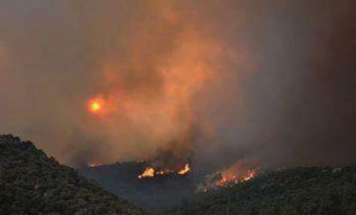 E stare de urgenţă în insula Thassos din cauza incendiilor violente! Avertismentul făcut de MAE