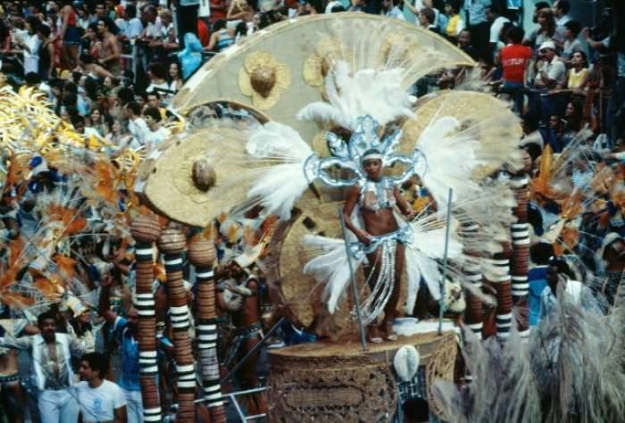 Durează patru zile şi vin cele mai frumoase femei din lume să danseze senzual! Imagini de vis de la Carnavalul de la Rio