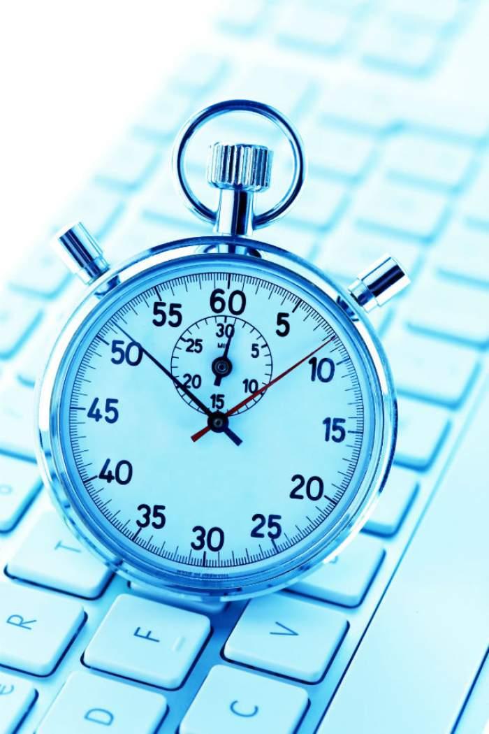 ÎNTREBAREA ZILEI - SÂMBĂTĂ: Când se dau ceasurile înapoi ca să trecem la ora de iarnă? Atunci vom dormi cu o oră în plus