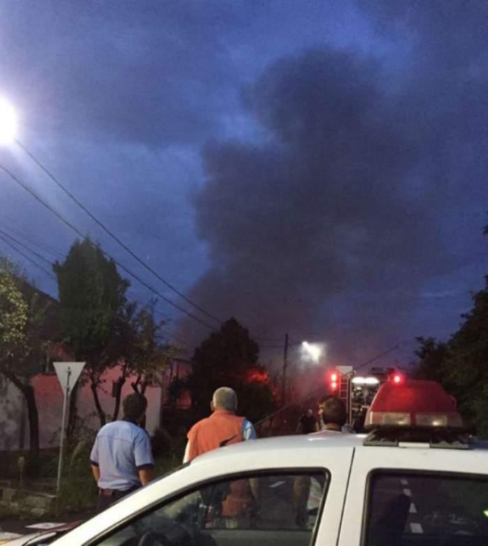 PERICOL DE EXPLOZIE! Autorităţiile din Arad sunt în alertă, după izbucnirea unui incendiu de proporții!