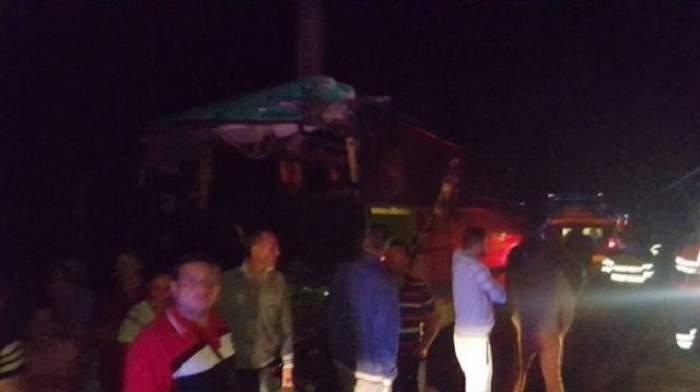 FOTO  / Accident grav în Argeş! 13 persoane au fost rănite după ce două autobuze s-au ciocnit