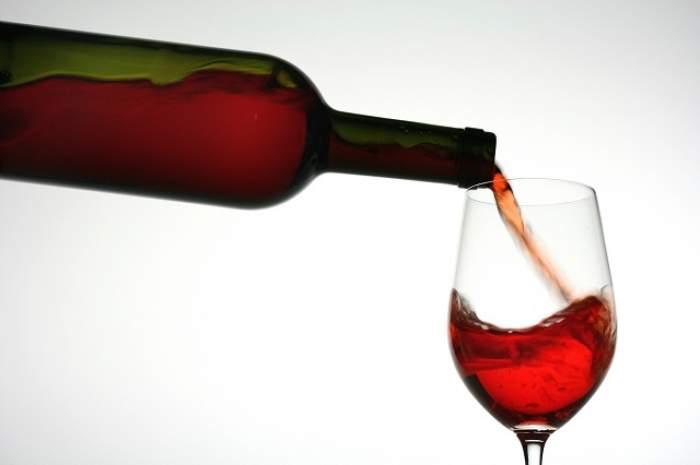 Dieta cu vin roşu! Urmează acest sfat şi vei reuşi să slăbeşti atât cât îţi doreşti