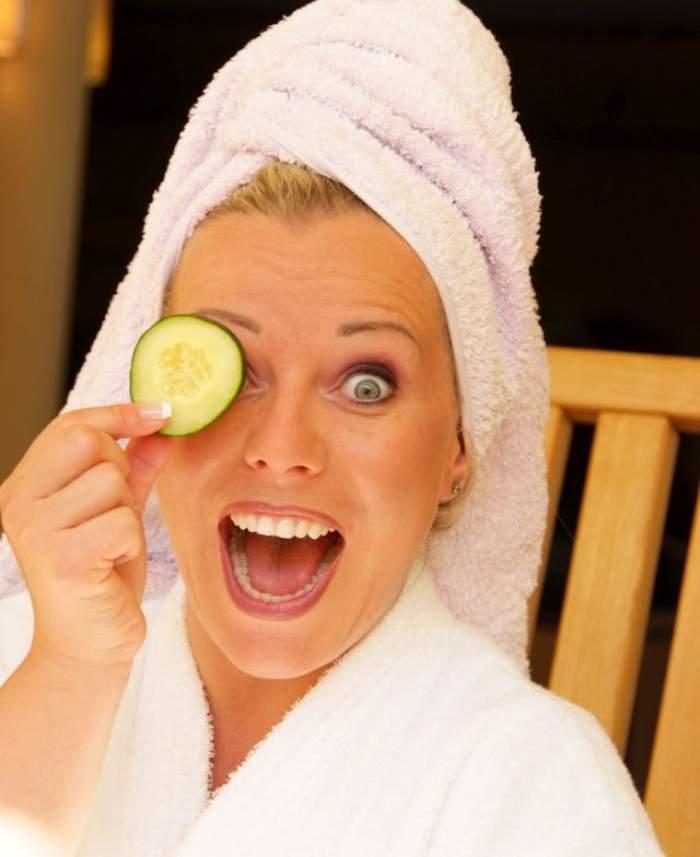 Pregătește-ți tenul pentru toamnă cu cea mai bună mască din rodie! Chipul tău va străluci de frumusețe