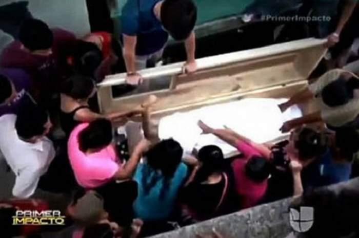 VIDEO / Imagini terifiante! Un băiat și-a auzit iubita moarta țipând din coșciug la scurt timp după ce fusese înmormântată. Ce a urmat îți va face părul GĂINĂ
