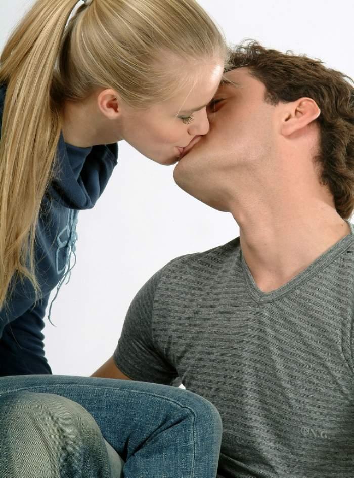 ÎNTREBAREA ZILEI: Miercuri - Ce se întâmplă în timpul unui sărut?