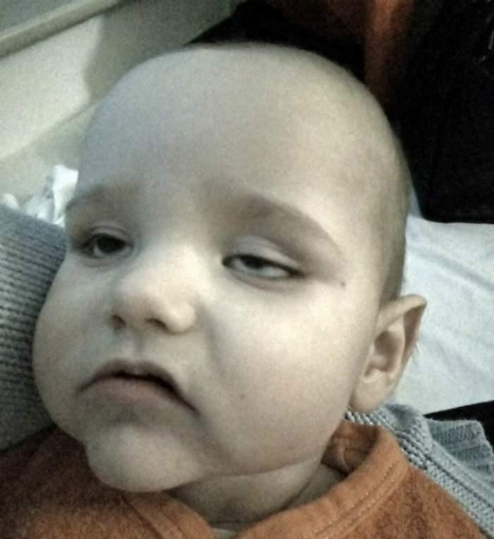 REVOLTĂTOR: Bebeluş de 10 luni s-a îmbolnăvit GRAV după ce a fost pus în coşul de cumpărături. Toată lumea îşi ţine copilul aşa!