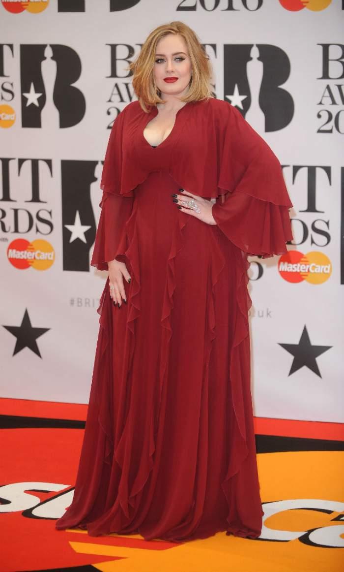 VIDEO / Adele continuă să doboare record după record! Artista a primit Discul de Diamant