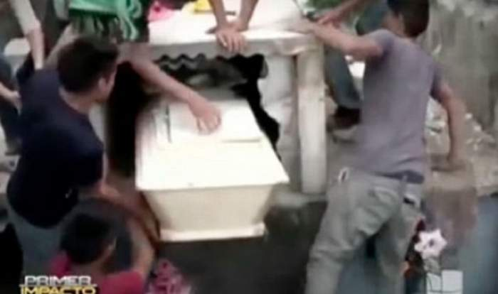 VIDEO / Și-a îngropat iubita, iar a doua zi a auzit zgomote din mormânt. Ce au descoperit rudele e terifiant