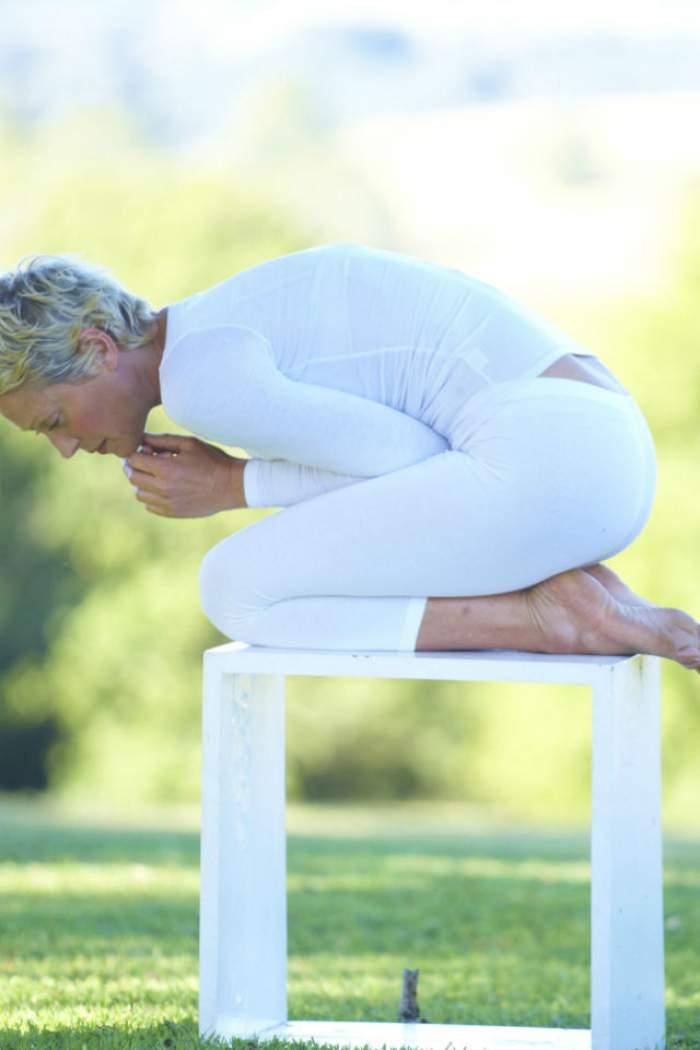ÎNTREBAREA ZILEI – MARŢI: Care sunt cele mai bune 3 remedii naturiste ce te ajută să scapi de durerile menstruale?