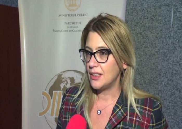 VIDEO / O mamă din Bacău şi-a violat şi filmat în repetate rânduri fiica! Imaginile au ajuns peste tot pe internet