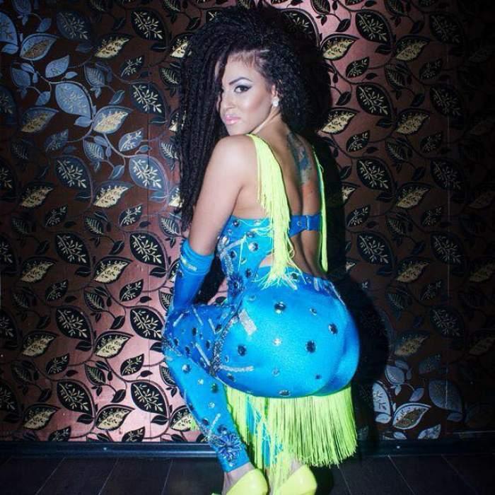 VIDEO / Daniela Stan încalcă legea pe faţă! Dansatoarea preferată a maneliştilor riscă să rămână cu buzunarele goale