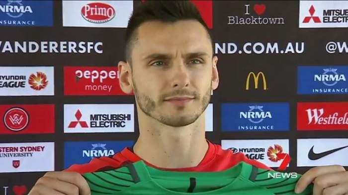 Atenție, Gnohere! Un fotbalist a fost pedepsit drastic de fani, după ce a semnat cu marea rivală / VIDEO