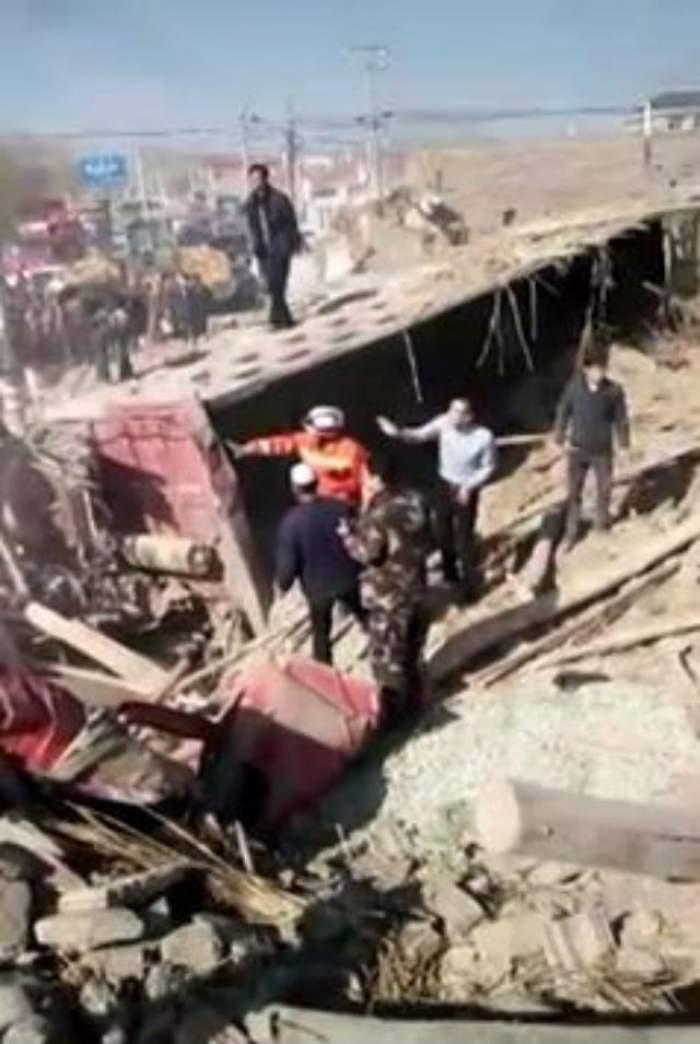 VIDEO / ACCIDENT TERIFIANT! Mai multe case au fost făcute praf, iar cinci oameni au MURIT