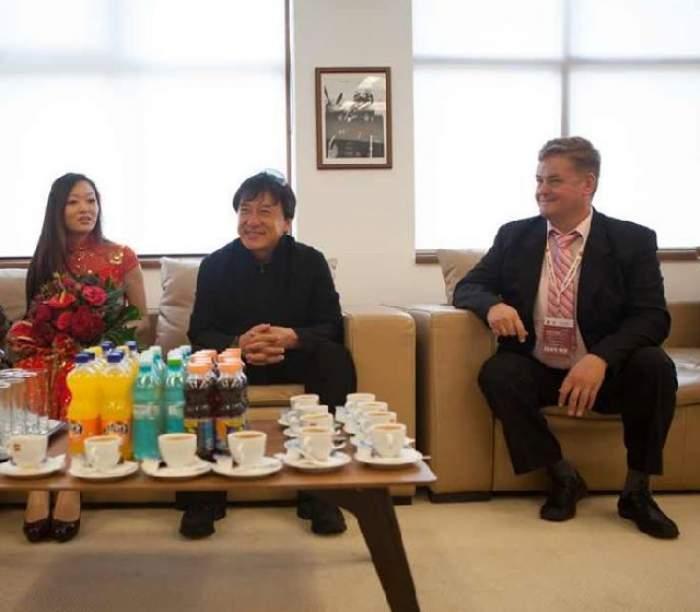 Legătura incredibilă dintre celebrul Jackie Chan şi asasinii chinezi din România!