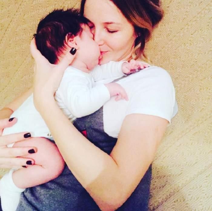 """Băieţelul Octaviei Geamănu împlineşte astăzi două luni: """"Avem o viaţă perfectă alături de Andrei"""""""