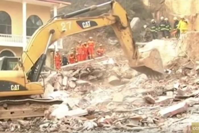 VIDEO / Un hotel din China s-a prăbuşit! 12 persoane şi-ar fi pierdut viaţa