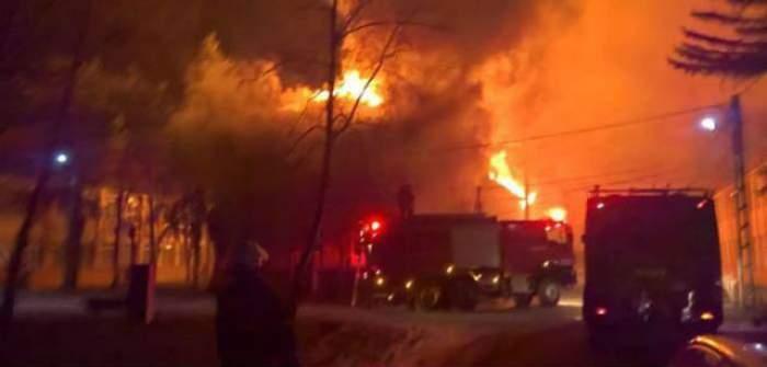 FOTO / Incendiu violent la un spital din judeţul Timiş! Zeci de bolnavi, EVACUAŢI