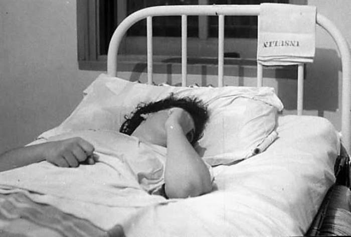 """MĂRTURIA ULUITOARE a unui medic din Cluj: """"Mă uit la o pacientă abandonată într-un pat şi am bănuiala sumbră că nu a dat şpagă"""""""